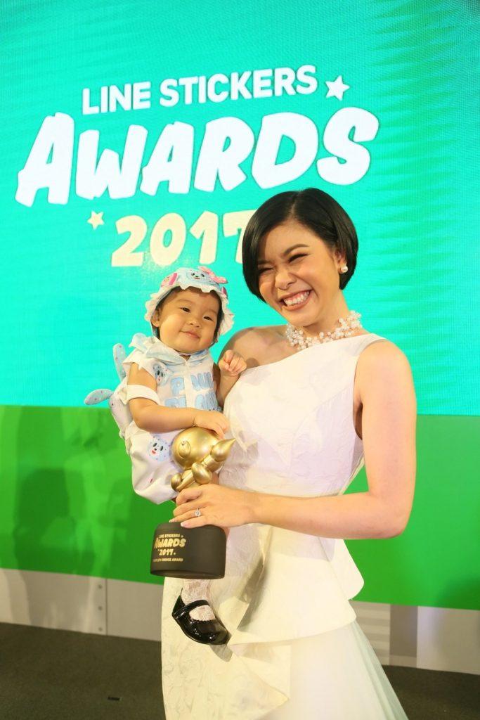 รางวัลสติกเกอร์ขวัญใจมหาชน (People's Choice Award) ได้แก่ สติกเกอร์ชุด PAO PAO